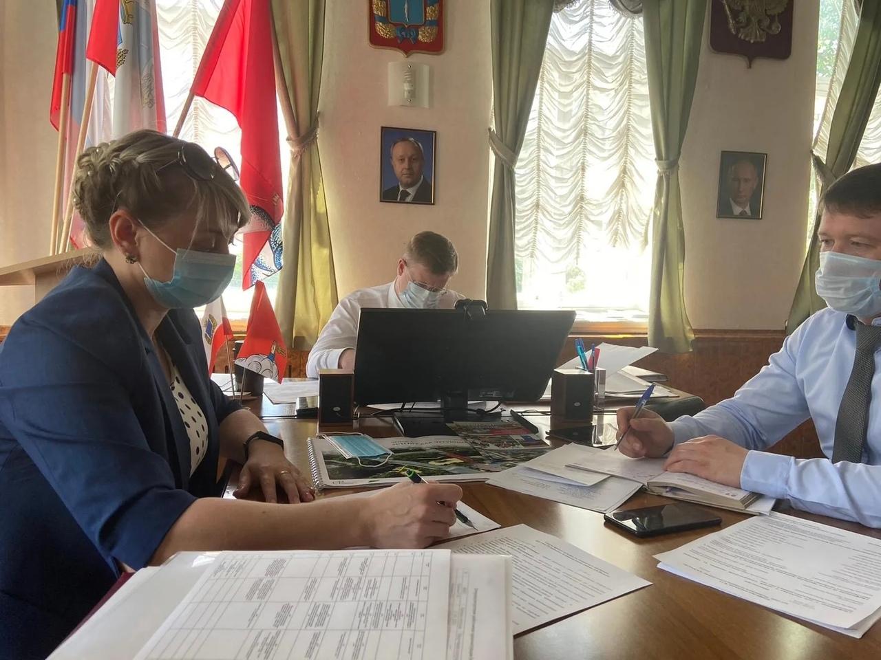 Подготовку к летней оздоровительной кампании в качестве основного вопроса повестки дня рассмотрели на аппаратном совещании при главе Петровского района