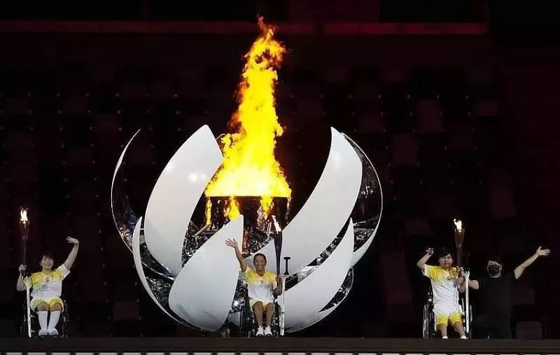 В первый день Паралимпийских игр в Японии российские спортсмены завоевали три золотые медали