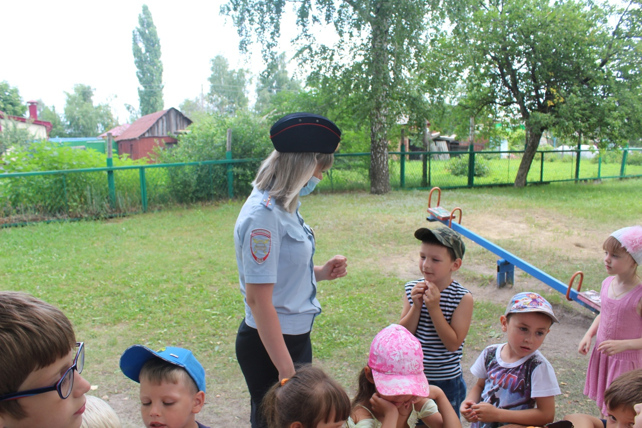 Дошколятам рассказали о правилах поведения вблизи проезжей части