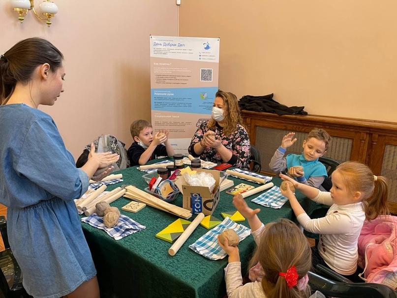 12 августа «День добрых дел» приглашает детей из многодетных семей на мастер-класс по лепке из глины, изображение №2