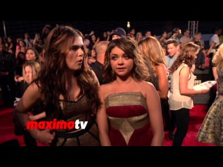 Sarah Hyland and Zoey Deutch  Interview 2013 MTV Music AWARDS Red Carpet