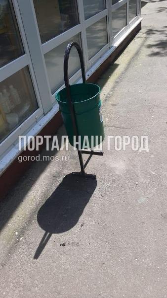 Коммунальщики заменили урну на Ташкентской