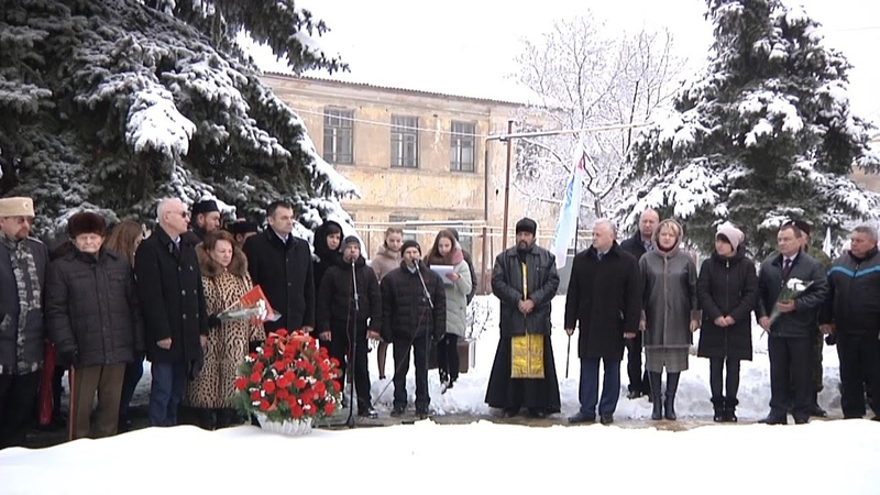 В День Защитника Отечества в г Петровское вспоминали боевой путь генерал майора Шаймуратова