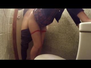 Онлайн смотреть скрытая камера в туалете выпускницы 2011