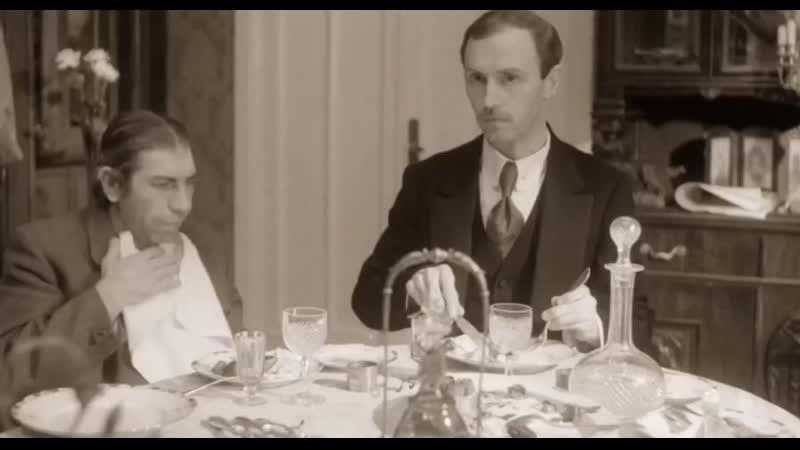 Икание за столом у других отбивает аппетит
